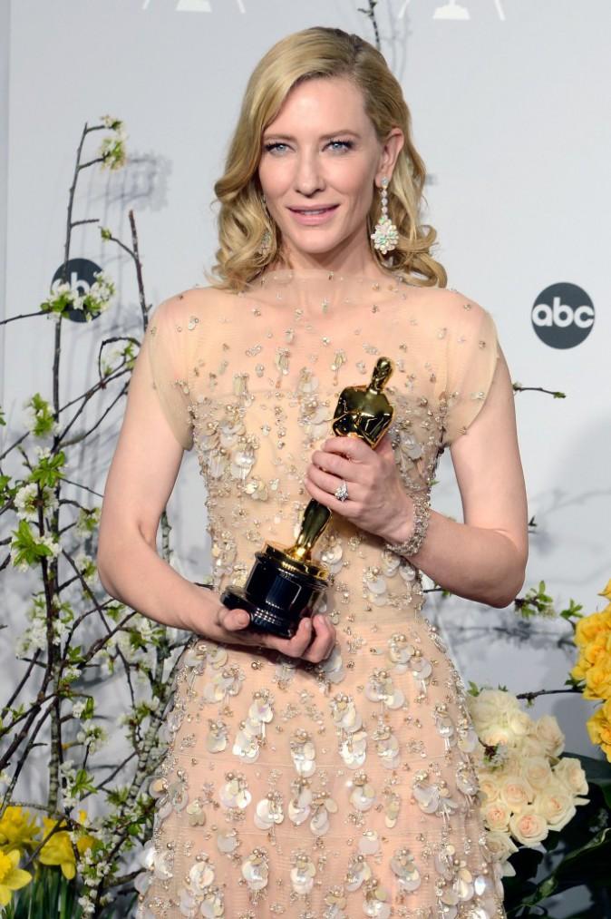 Cate Blanchett a choisi la chevelure ondulée propre à Hollywood