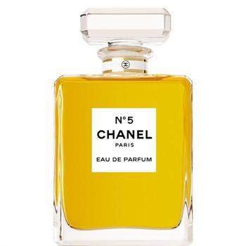 Chanel N°5 ne fait plus partie du podium en 2013 puisqu'il est tombé à la 4ème place !