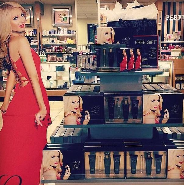 Beauté : Paris Hilton : photoshopée pour le lancement de sa 17e fragrance !
