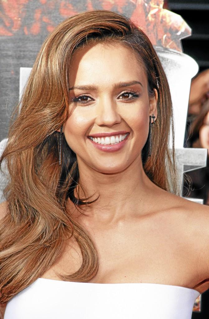 Jessica Alba : la comédienne peut sourire à la vie. Elle a 33 ans... et toutes ses dents.