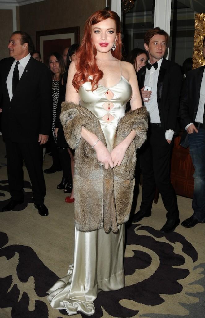 Lindsay Lohan, la robe qui boudine et les pierres qui pendouillent, pas top !