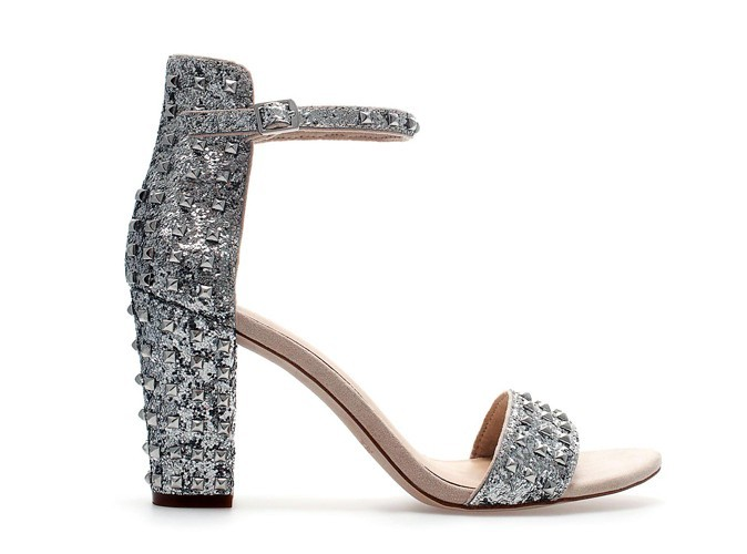 2. Sandales cloutées à paillettes, Zara, 40 €
