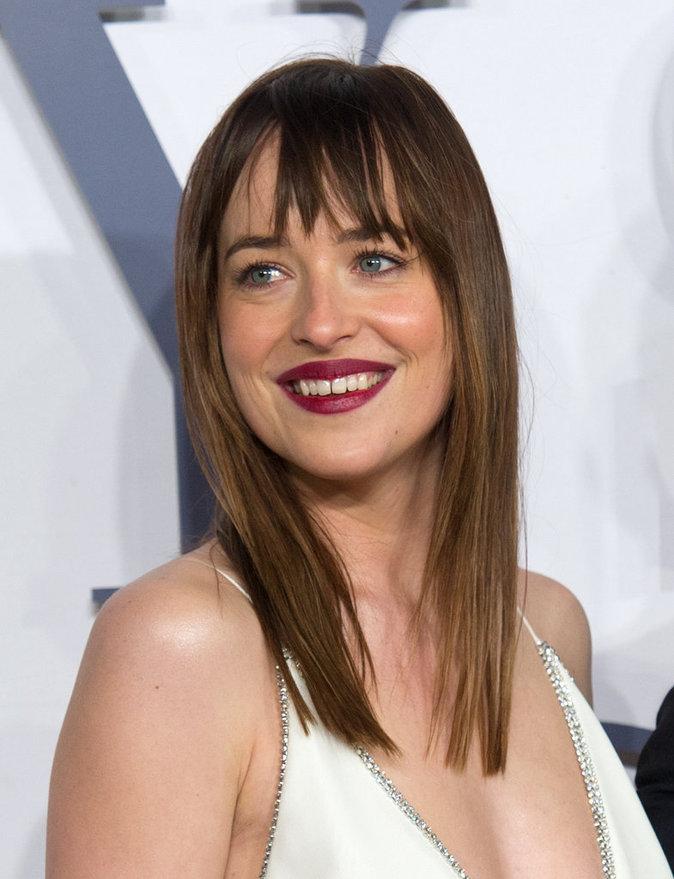 Dakota Johnson : La star de Fifty Shades of Grey fête ses 27 ans ! Découvrez son CV capillaire !