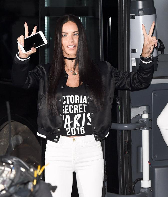 Défilé Victoria's Secret : Gigi, Bella et Kendall trop pressées pour sourire et saluer leurs fans ?
