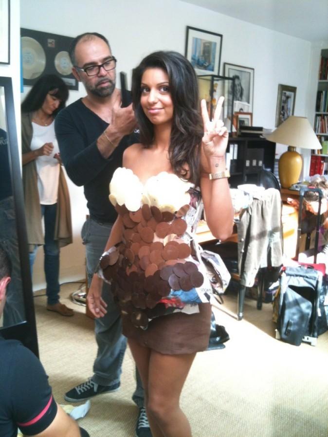 Tal dans sa superbe robe en chocolat