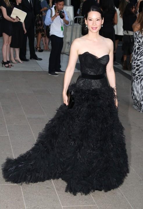 Lucy Liu en Monique Lhuillier lors des CFDA Fashion Awards