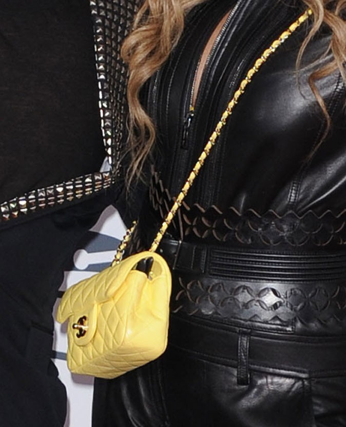 ... assorties au sac Chanel !