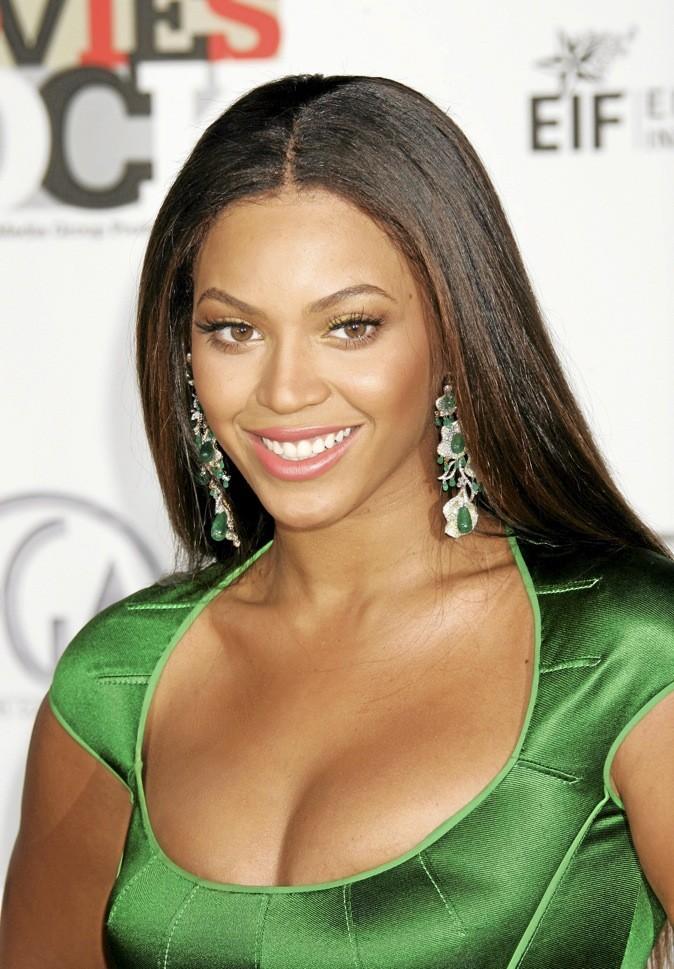 Beyoncé est divine avec ses cheveux lisses bruns !