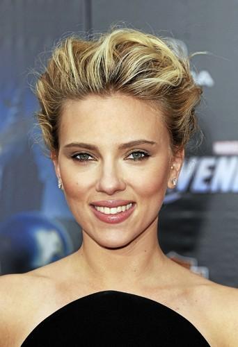 """Scarlett Johansson. """"Plus jeune, j'ai travaillé aveccetteitgirlauregard perçant dans le flm L'homme qui murmurait à l'oreille des chevaux..."""