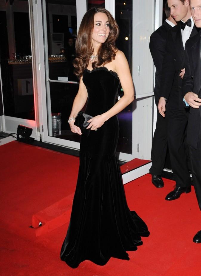 Kate plus que glamour pour la soirée de gala des Sun Military Awards