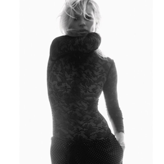 Kate Moss prend la pose pour Love Magazine !