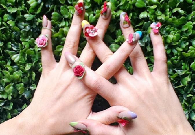 Les ongles fleuris de Katy Perry !