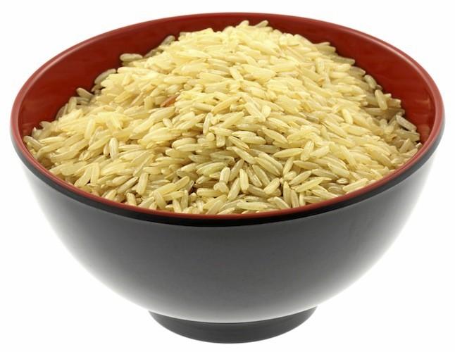 Des céréales ou une omelette avec deux oeufs blancs, des champignons et des épinards