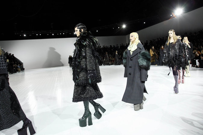 "Kendall Jenner : ""all black everything"" et look gothique pour Marc Jacobs"