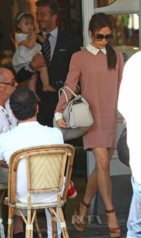 Victoria Bekham qui porte sa robe !