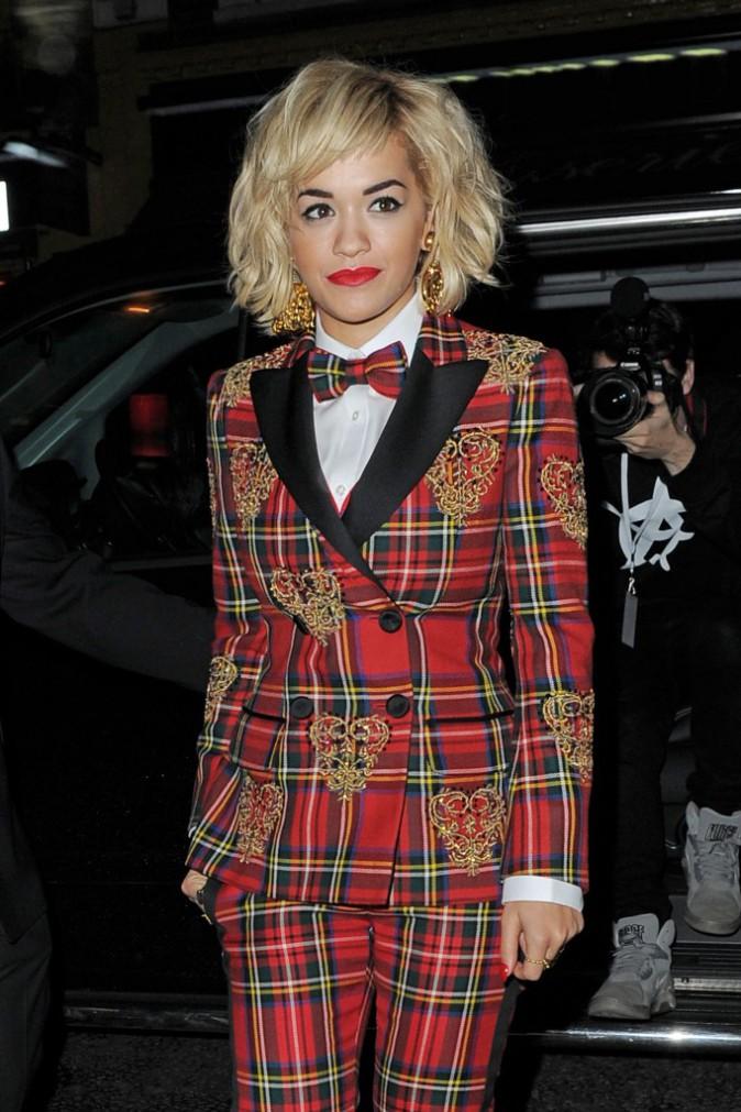 Rita Ora, chic en tartan pour Rimmel !