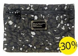 Pochette Marc by Marc Jacobs à – 30 %, soit 38,50 € au lieu de 55 € sur Lulli sur la toile !