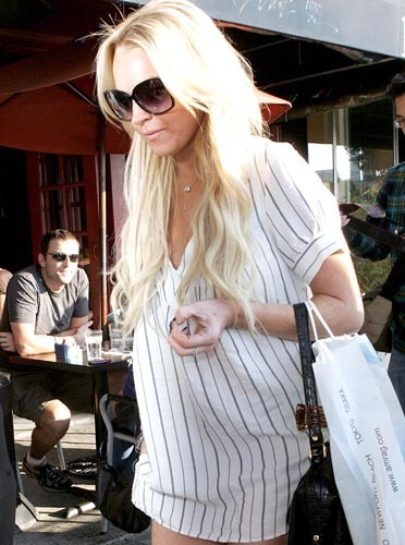Lindsay est sortie avec son pyjama ?