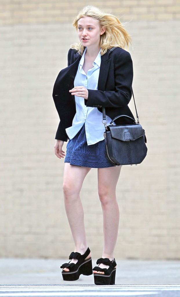 Novembre 2010 : petite jupe et compensés