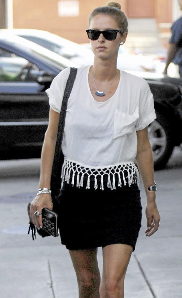 Mode : Nicky Hilton opte pour le T-shirt à manches courtes à franges