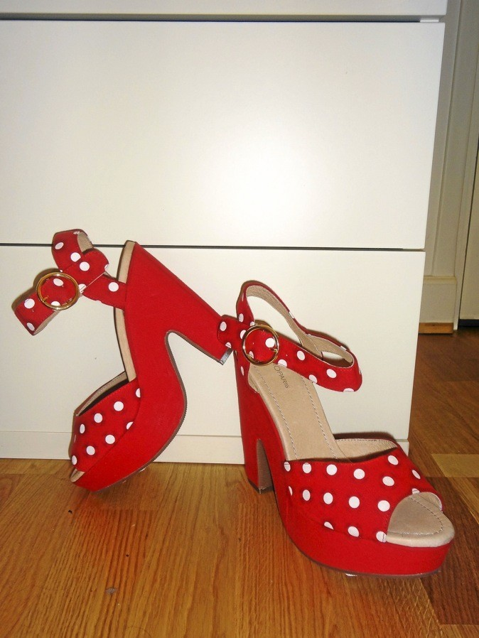 Sandale à pois, Cosmo Paris. 99€