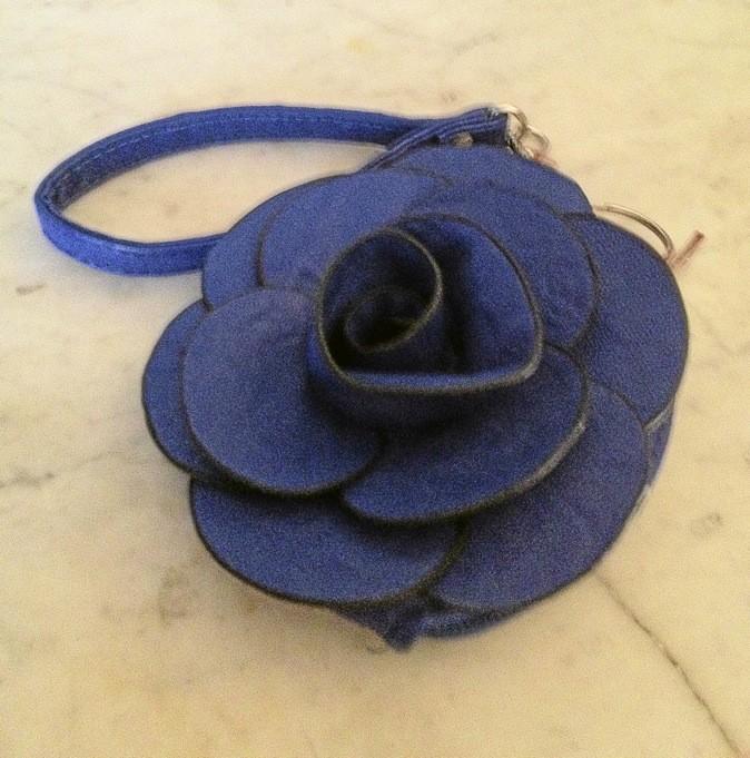 Porte-monnaie empiècement fleur bleue, Kiabi. 5,90€
