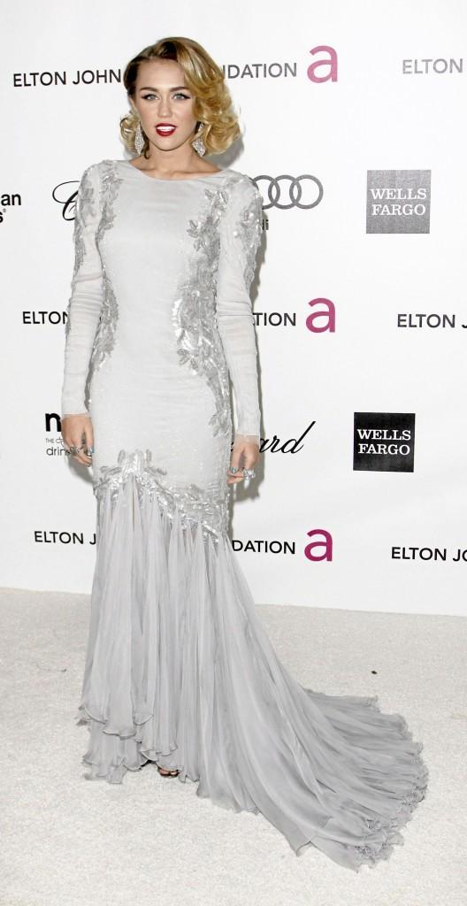 Miley Cyrus, magnifique dans cette robe blanche !