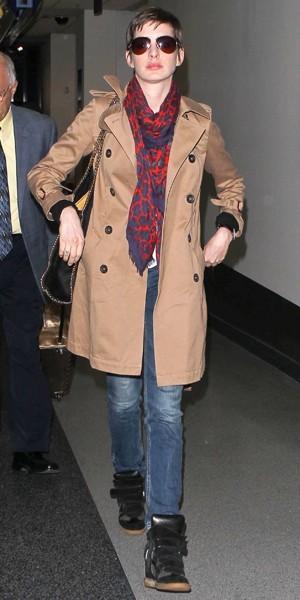 Anne Hathaway arrive à LAX en spetembre 2012