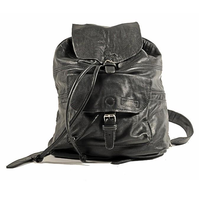 Son sac à dos en cuir fétiche