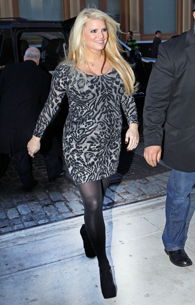 Sa robe est beaucoup trop moulante !