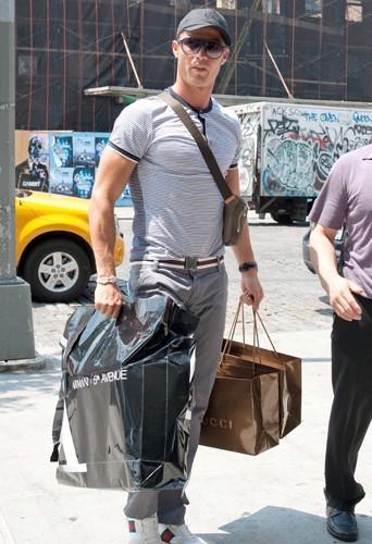 Cristiano Ronaldo fait du shopping chez Gucci évidemment !