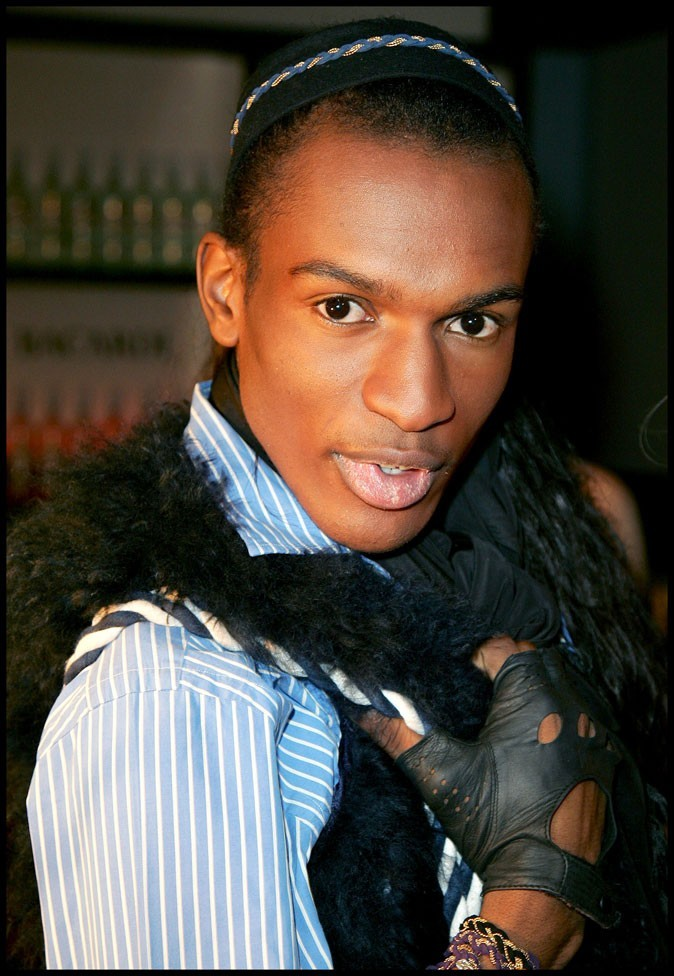 François-Xavier (Secret Story 3) : chemise rayée et mitaines en cuir en janvier 2010