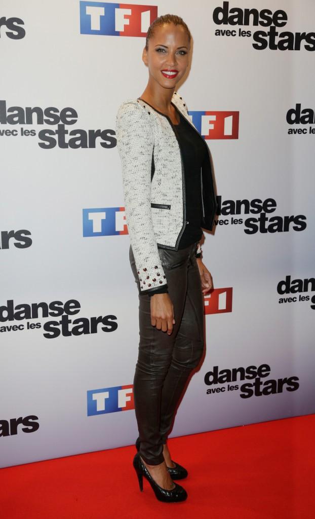 """Looks de Noémie Lenoir : découvrez le CV fashion de la 1ère éliminée de """"Danse avec les stars"""" !"""