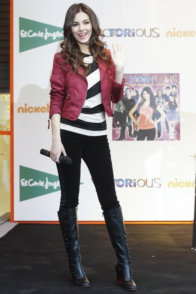 Même en jean, Victoria reste classe !