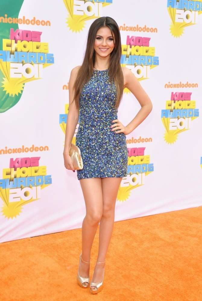 Victoria Justice superbe en robe sur le red carpet !