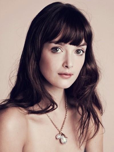 La Miss météo Charlotte Le Bon pour les bijoux Louis Vuitton