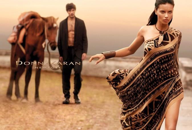 Mode : Adriana Lima : féline et déterminée pour la collection printemps-été 2014 de Donna Karan