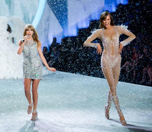 Karlie Kloss avec push up pour Victoria's Secret !