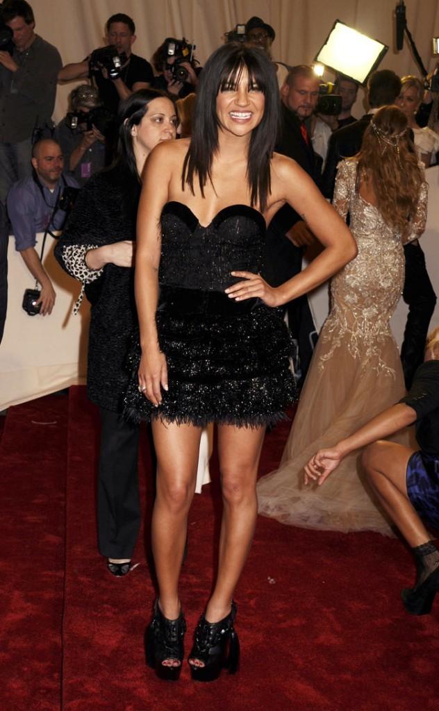 La mini-robe noire de Jessica Szohr !