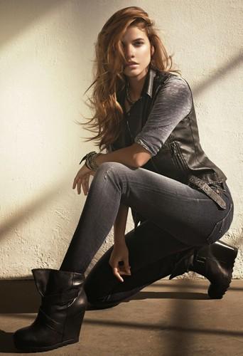 Découvrez la nouvelle campagne Mavi Jeans avec Barbara Palvin en égérie !