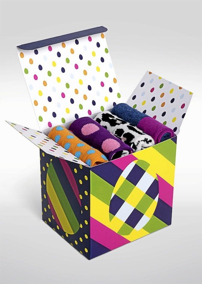 Une boîte imprimée d'oeufs de 4 chaussettes de la marque Happysocks !