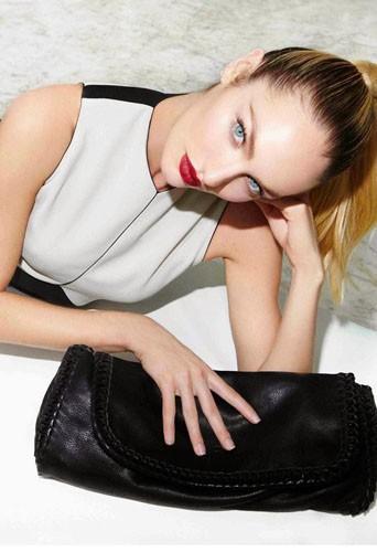 Candice Swanepoel, égérie de sacs écolos !