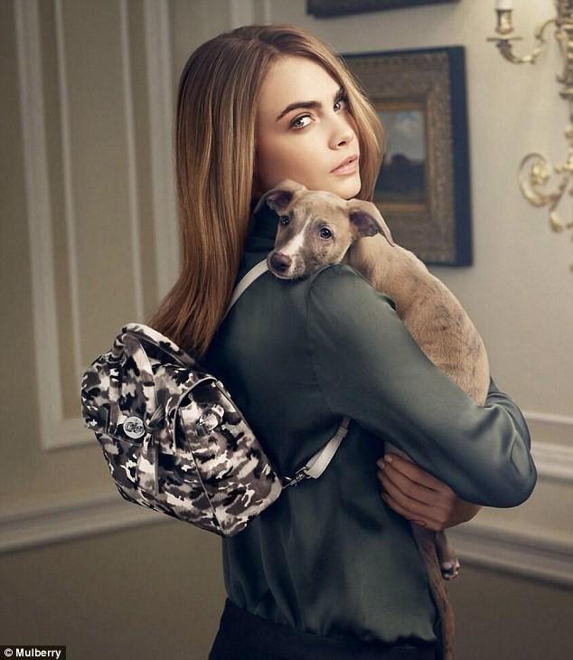 Mode : Cara Delevingne : divine et mystérieuse pour la campagne de sa collection de sacs Mulberry !
