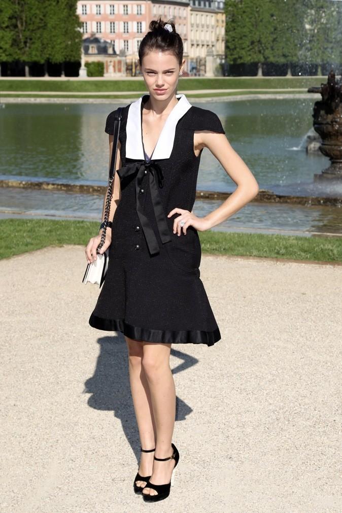 Laura Neiva au défilé Chanel Croisière 2013