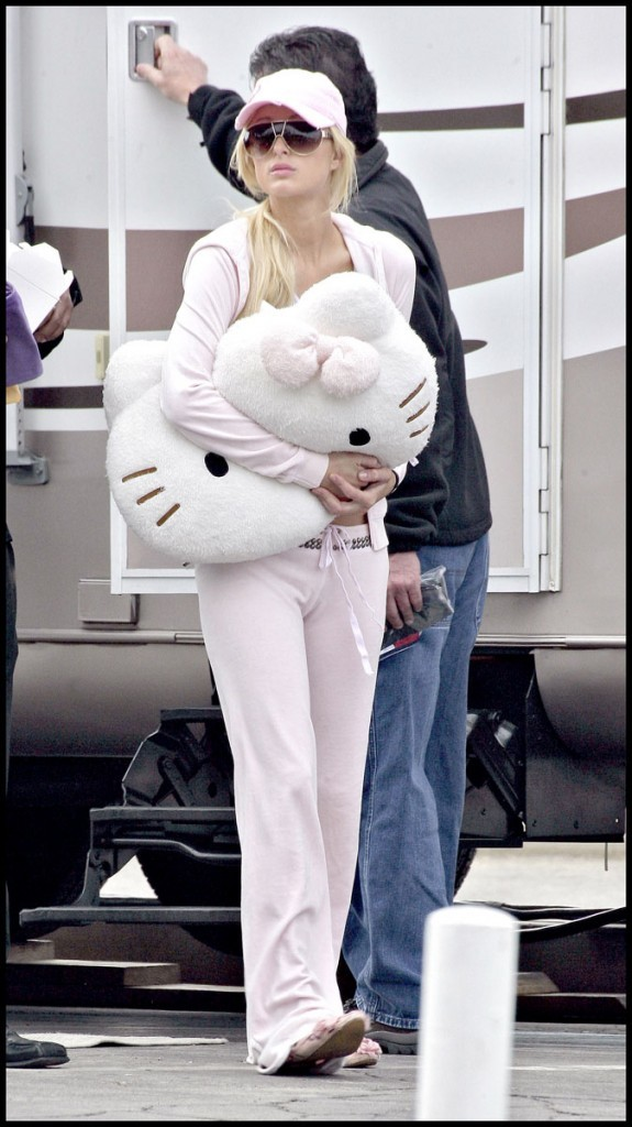 Paris Hilton avec son coussin !