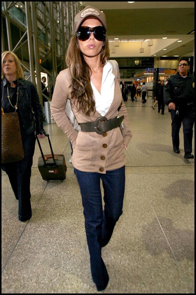 Maxi lunettes et casquettes maxi logo, Cheryl a honte des tenues ?