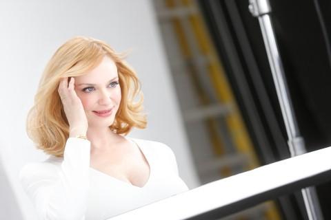 Mode : Christina Hendricks : ambassadrice de choc, elle sacrifie sa chevelure chatoyante…