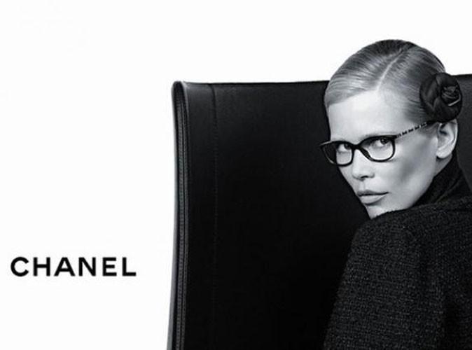 """Claudia Schiffer en noir et blanc dans la campagne """"Prestige"""" de Chanel !"""