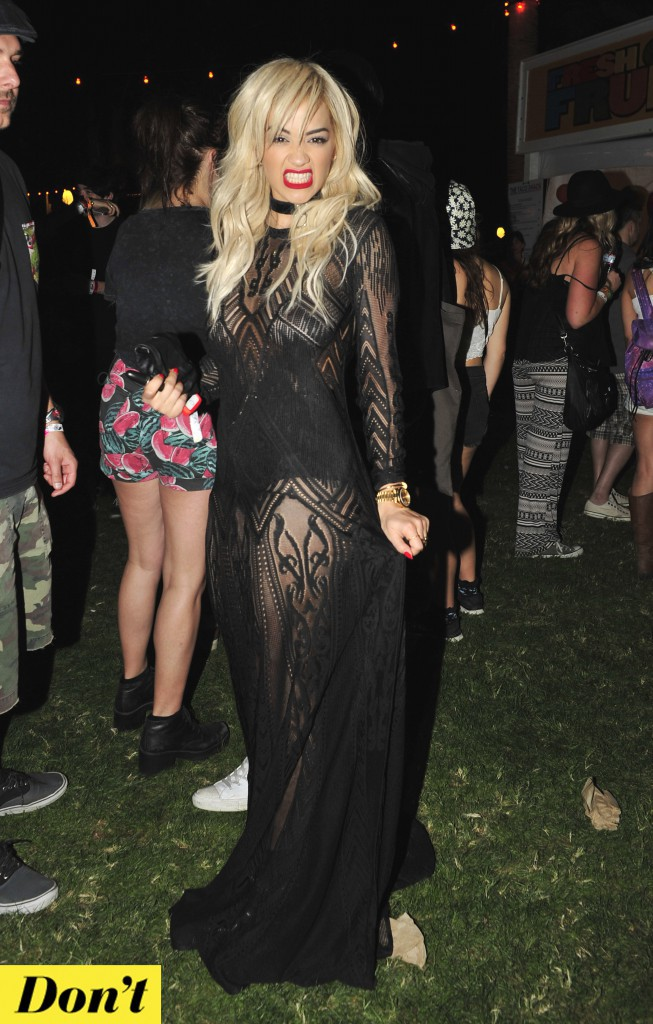 Rita Ora est féline ... Mais un peu trop Morticia !