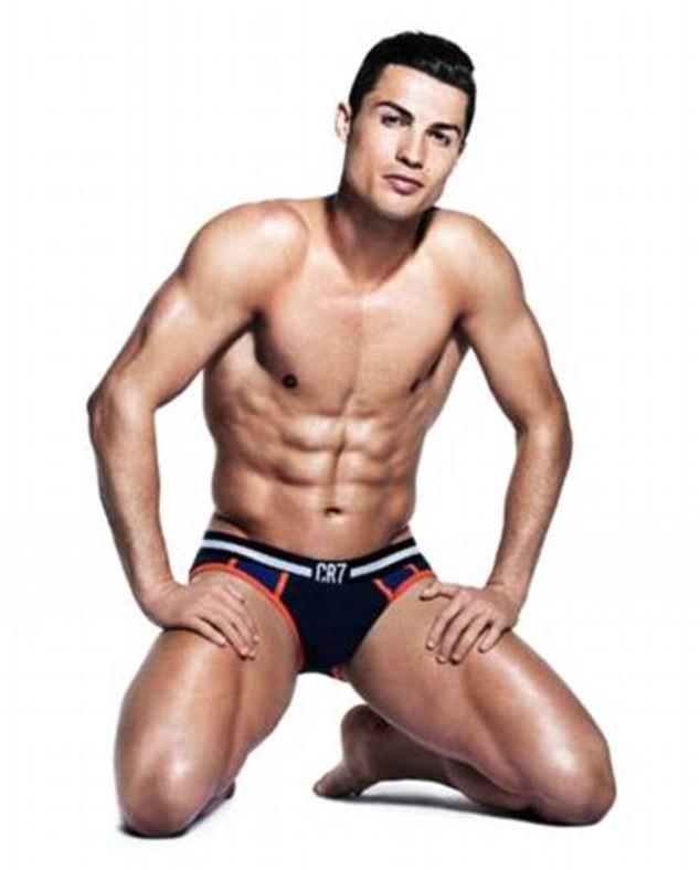 Mode : Cristiano Ronaldo : un éphèbe huilé pour CR7 Underwear !
